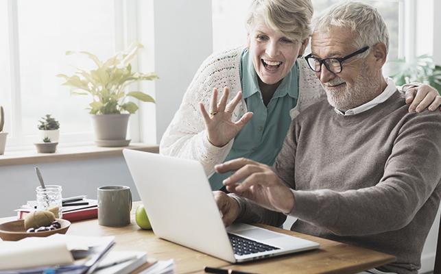 年金一元化とは? 年金一元化法による公務員の年金優遇への影響