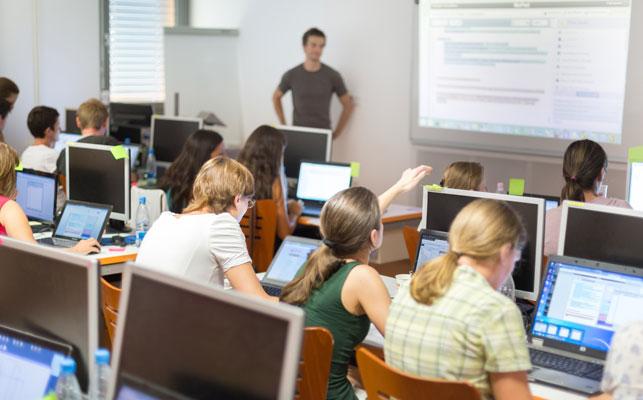 デュアルシステムとは? 職業訓練や専門学校での日本版デュアルシステム